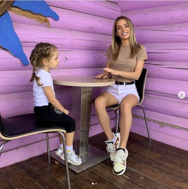 Звезда «Универа» Анна Хилькевич делится в Инстаграме своими буднями, творчеством и семейным отдыхом