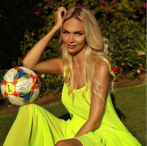 Красавица Виктория Лопырёва рассказывает в своём Инстаграме о семье, красоте, спорте и гармонии