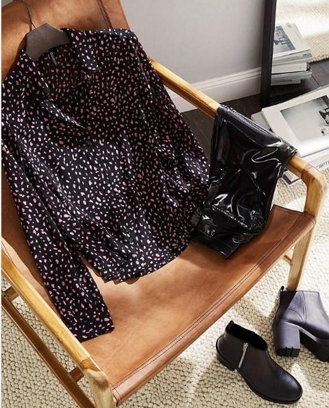 Блузка на кресле