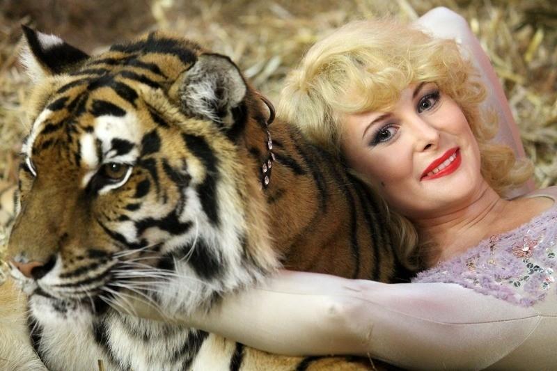 80 костюмов, тигры и 6 часов грима: на что согласились актрисы, чтобы сыграть исторических личностей