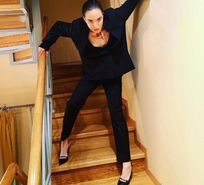 Сбритые брови и неадекватное поведение: дочь Ларисы Гузеевой добавила в сеть странное видео