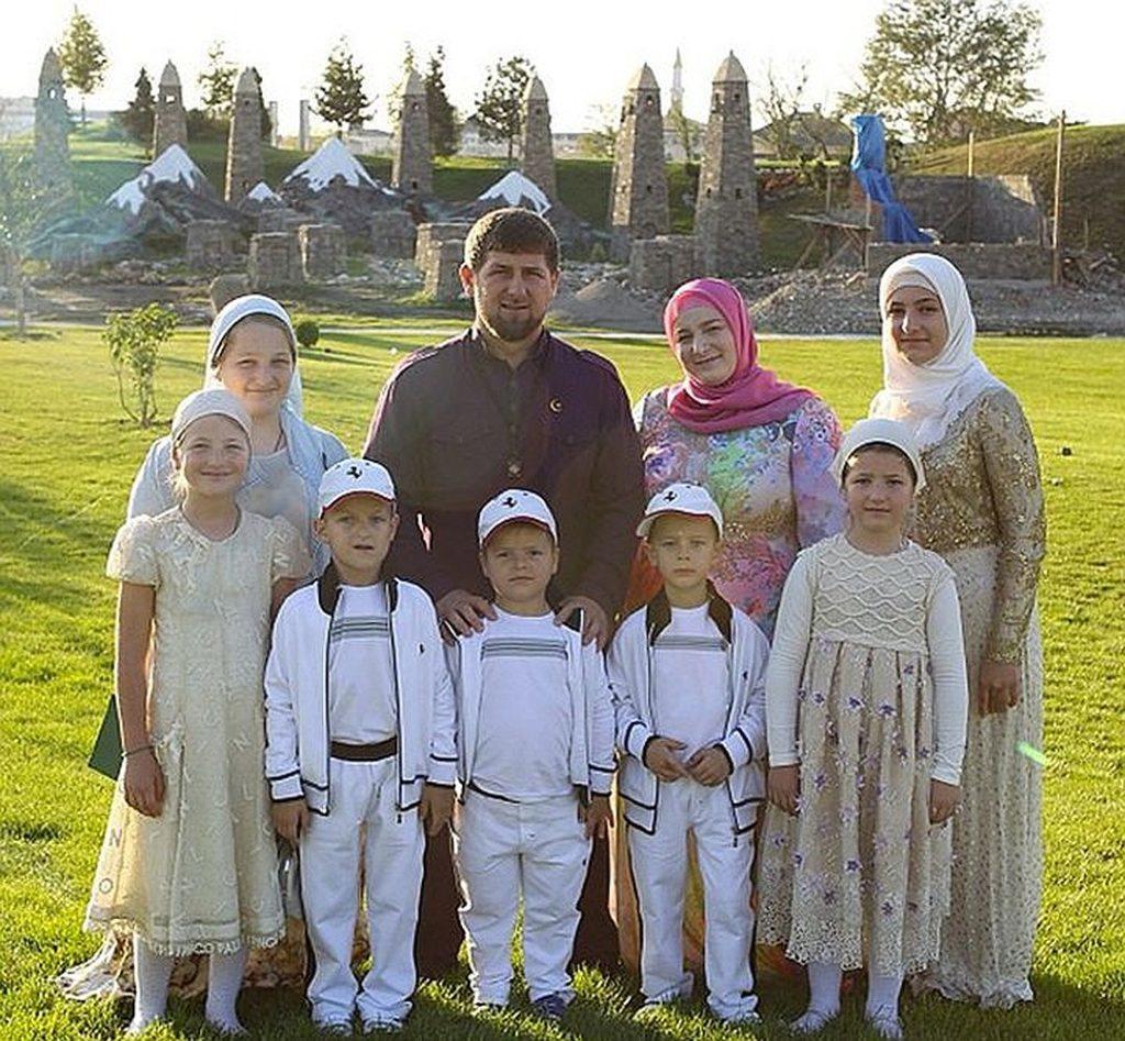 Сколько законных и неофициальных жен у Рамзана Кадырова