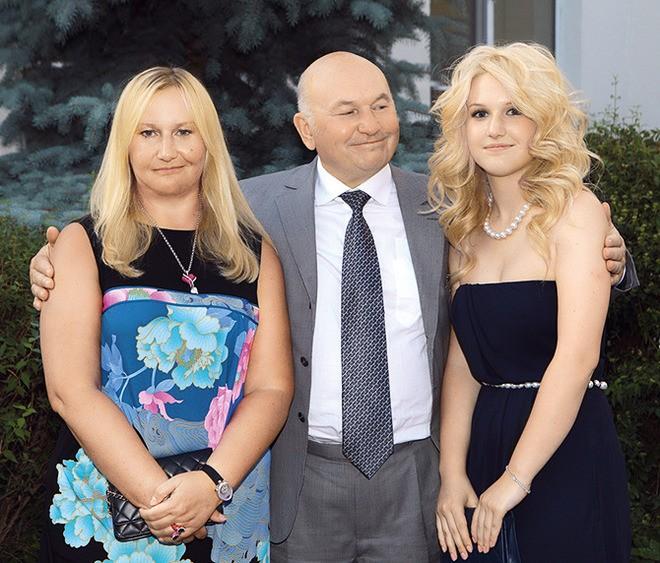 На кого больше похожи Елена и Ольга Лужковы – на отца или на мать?