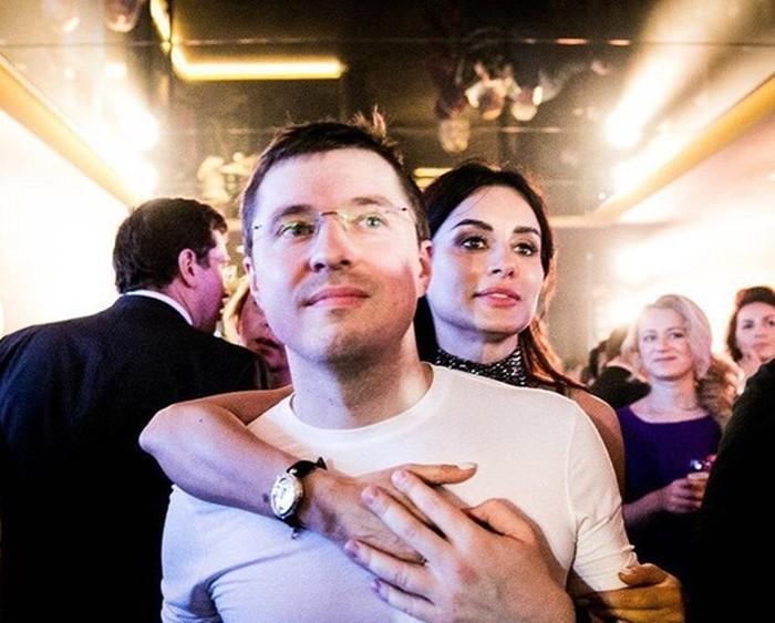 Тина Канделаки и муж в обнимку