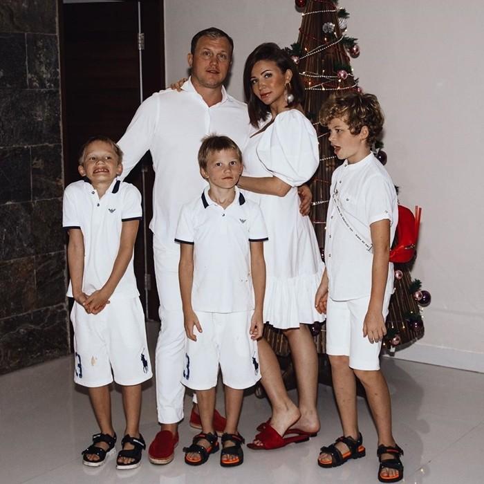 Муж Елены Блиновской с детьми и женой