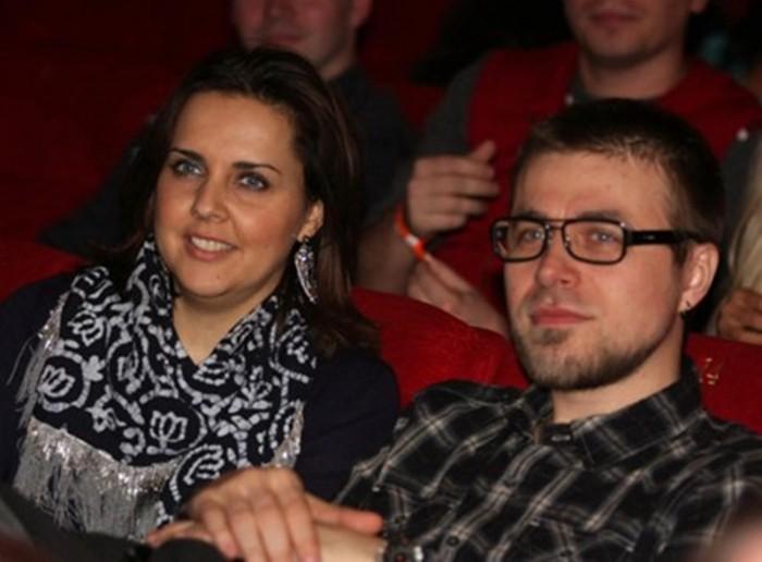 ольга шелест и муж смотрят фильм