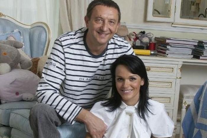 Анатолий Данилицкий и жена дома