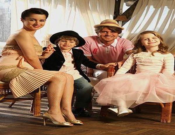Андрей Кондрахин с женой и детьми