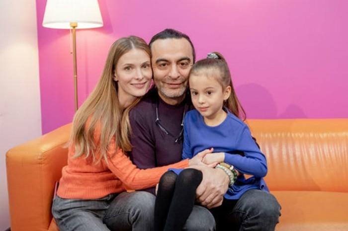 Джаник Файзиев с женой и дочерью